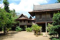 Thailändisches altes lokales Haus im saraburi Stockbilder