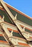 Thailändisches Architekturdach des Tempels Stockbilder