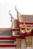 Thailändisches Art Dach mit Giebelspitze stockbilder