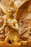 Thailändisches Artkerzenwachs, das im traditionellen Kerzenprozessionsfestival von Buddha schnitzt Lizenzfreie Stockfotos