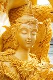 Thailändisches Artkerzenwachs, das im traditionellen Kerzenprozessionsfestival von Buddha schnitzt Stockfoto