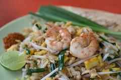Thailändisches bestes Lebensmittel der thailändischen Auflage der Nudel leckeren in Thailand Stockbilder