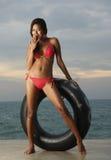 Thailändisches Bikini-Baumuster mit Gefäß stockfotografie