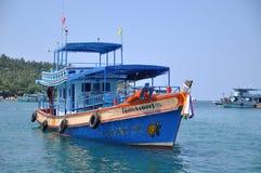 Thailändisches Boot auf Wasser Lizenzfreie Stockfotos
