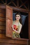 Thailändisches Frauenkleiden traditionell lizenzfreie stockbilder