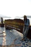 Thailändisches Frauenporträt auf der Brücke an Verdammung Standort Kaeng Krachan Lizenzfreie Stockfotografie