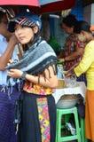 Thailändisches Frauenporträt an Rangun-Markt Stockfotografie