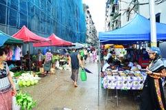 Thailändisches Frauenporträt an Rangun-Markt Lizenzfreie Stockfotos