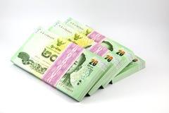 Thailändisches Geld auf weißem Hintergrund stockfotos