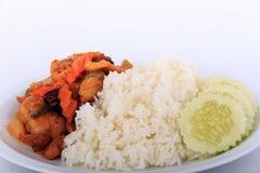 Thailändisches Lebensmittel, angebratenes Huhn mit Acajounüssen, Acajounuss briet mit Huhn und Bonbon Stockfotografie