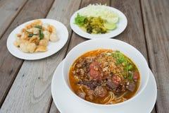 Thailändisches Lebensmittel, Kanom Jeen Nam Ya Stockfotografie