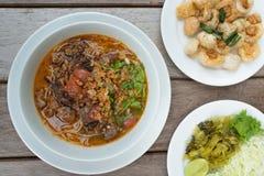 Thailändisches Lebensmittel, Kanom Jeen Nam Ya Lizenzfreies Stockfoto