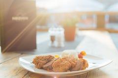 Thailändisches Lebensmittel mit Sonnenuntergang Lizenzfreie Stockfotos