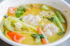 Thailändisches Lebensmittel, thailändischer Fleischklöschengrüncurry Stockbild
