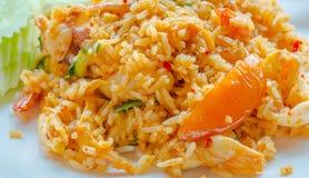 Thailändisches Lebensmittel, würziger gebratener Reis der Zitronengras-Suppen-Meeresfrüchte Stockfoto