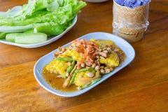 Thailändisches Lebensmittel - würziger Salat des Mais stockfotos