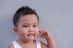 Thailändisches Little Boy-Denken Stockfotografie