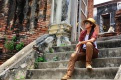 Thailändisches Modell Frau des Porträts bei Prasat Nakhon Luang,  Lizenzfreie Stockfotos