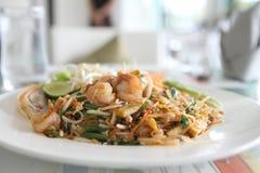 Thailändisches Nahrungsmittel-padthai gebratene Nudel mit Garnele lizenzfreies stockbild