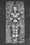 Thailändisches Schnitzen der nackten Göttin Stockfotografie