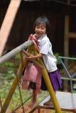 Thailändisches Schulmädchen-Spielen Stockfotografie