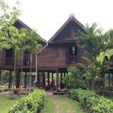 Thailändisches traditionelles hölzernes Haus in Pattaya Thailand lizenzfreie stockfotos