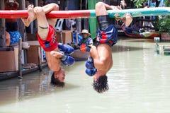 Thailändisches Verpacken des Wassers (oder Muay Talay) stockfotos