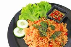 Thailändisches würziges Rezept des gebratenen Reises der Lebensmittelbasilikumgarnele Stockfotografie