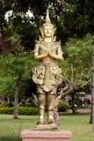 Thailändsk ängel i thailändsk tempel Arkivbilder