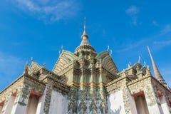 Thailändsk arkitektur i den Wat Pho templet på Bangkok, Thailand Fotografering för Bildbyråer