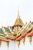 Thailändsk arkitektur med garudaen Royaltyfri Foto