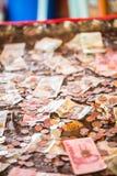 Thailändsk baht, pengar, thailändskt mynt För myntbad för pengar sorterad thai trappuppgång Konung av Thailand Begreppet av den f Arkivfoto