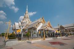 Thailändsk berömd tempel Wat Sothorn Fotografering för Bildbyråer