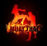 Thailändsk boxning sparkar med knäet poserar av muay thai brand Fotografering för Bildbyråer