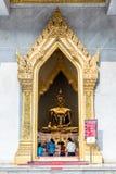Thailändsk buddha staty, Wat Traimitr Withayaram Royaltyfri Fotografi