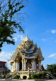 Thailändsk buddistisk tempel, guld- arkitektur i Thailand royaltyfri bild