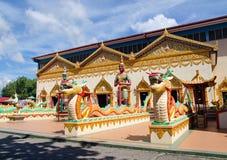 Thailändsk buddistisk tempel i Penang, Malaysia fotografering för bildbyråer