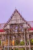 Thailändsk buddistkyrka i lokal av Thailand under konstruktion arkivfoton