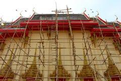 Thailändsk buddistkyrka under renovering Arkivfoton