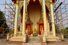 Thailändsk buddistkyrka under renovering Fotografering för Bildbyråer