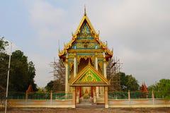 Thailändsk buddistkyrka under renovering Arkivfoto
