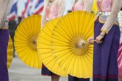 THAILÄNDSK DANS FÖR THAILAND BURIRAM SATUEK TRADITION Royaltyfria Foton