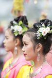 THAILÄNDSK DANS FÖR THAILAND BURIRAM SATUEK TRADITION Royaltyfri Fotografi