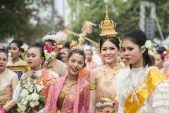 THAILÄNDSK DANS FÖR THAILAND BURIRAM SATUEK TRADITION Royaltyfri Foto