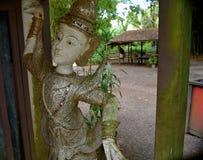Thailändsk dansstaty Arkivbild