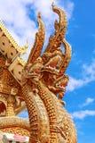 Thailändsk drake eller konung av Nagastatyn Royaltyfria Bilder