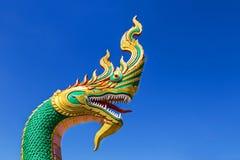 Thailändsk drake- eller ormkonung eller konung av nagastatyn i thai tempel Fotografering för Bildbyråer