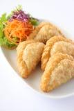 Thailändsk entree, currypuff. arkivbild