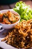 Thailändsk för Nam Prik för chilideg` ` för sieb goong med den stekte champinjonen och grönsaken som sidor royaltyfri fotografi