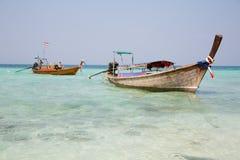 Thailändsk fartygkryssning på kusten av ön Royaltyfri Bild